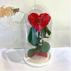 Червона троянда в колбі Серце Lerosh - Premium 27 см на білій підставці