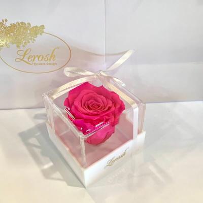 Яскраво-рожевий стабілізований бутон троянди в подарунковій коробці Lerosh - Classic ORIGINAL