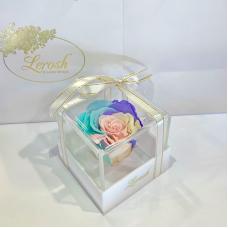 Ніжний райдужний стабілізований бутон троянди в подарунковій коробці Lerosh - Classic